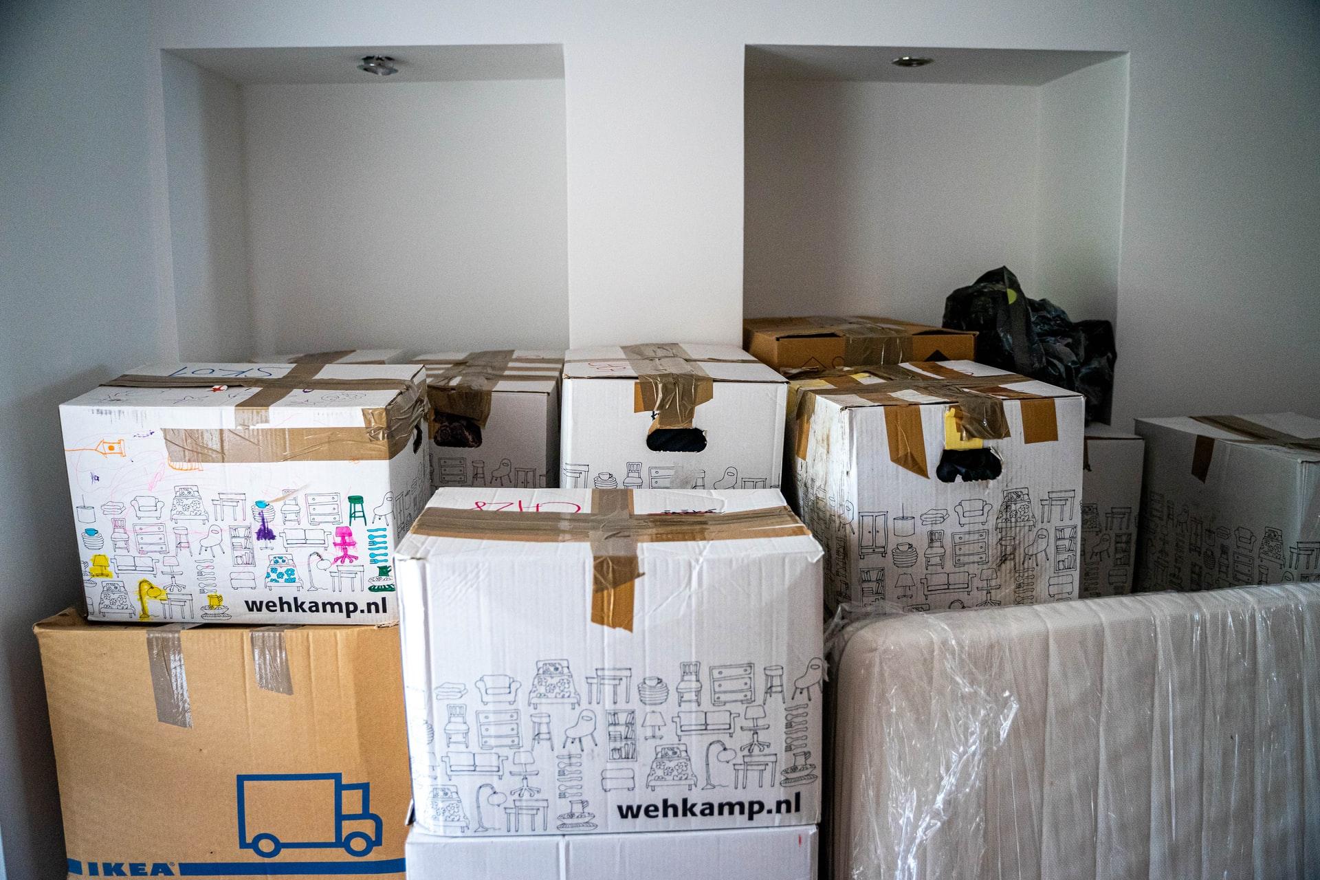 ingepakte dozen voor verhuizing