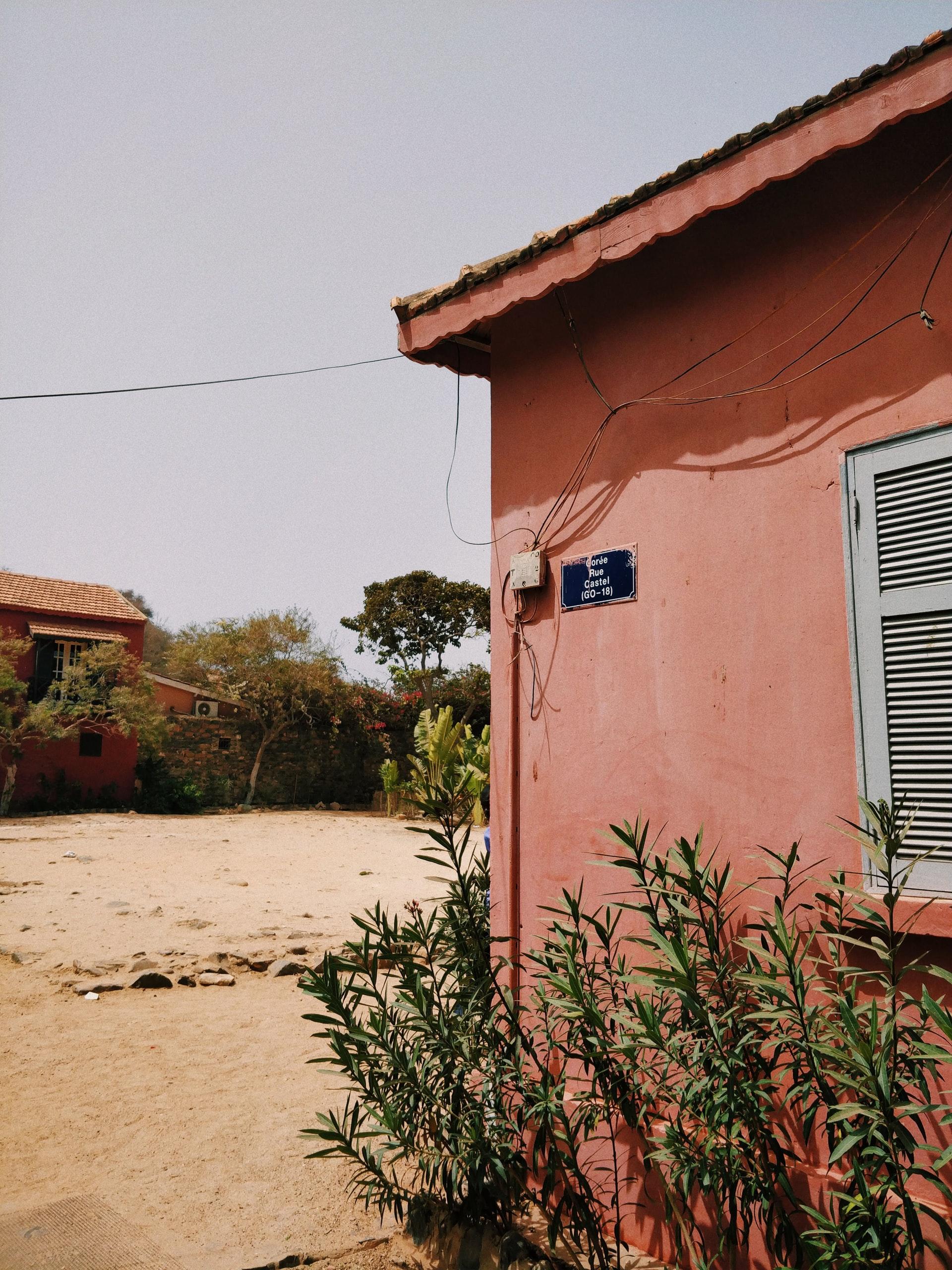 elektrische bekabeling van huis in woestijn